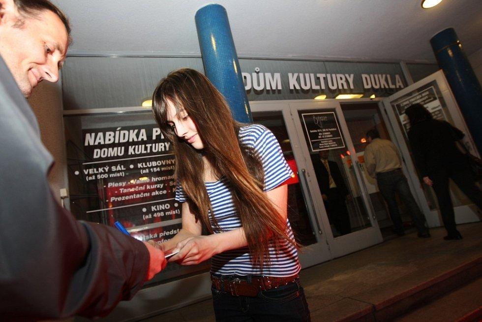 Tereza Voříšková před začátkem pardubického Febiofestu rozdávala autogramy