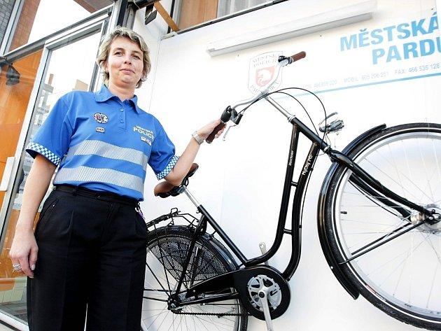 V soutěži s Městskou policií Pardubice můžete vyhrát i tohle jízdní kolo