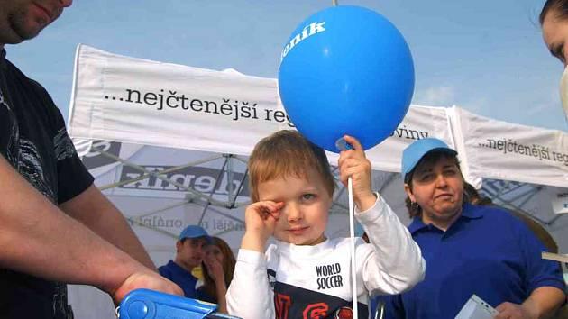 Děti měĺy na pardubickém Dni s Deníkem radost z balonků.