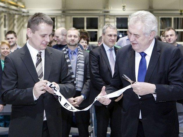 Novou montážní halu otevřel v pondělí večer v třemošnické firmě DAKO-CZ prezident Miloš Zeman.