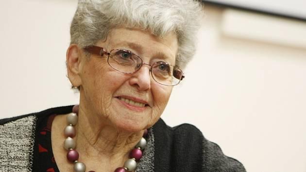 Lady Milena Grenfell-Baines vyprávěla studentům v Pardubicích svůj stěží uvěřitelný životní příběh.