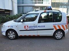 Městská policie Pardubice mění loga na autech a změny čekají také služebny.