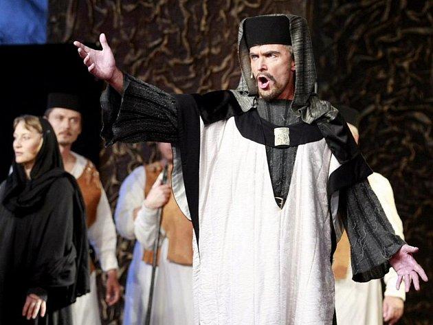 Opera Nabucco v podání libereckého Divadla F. X. Šaldy na Pernštýnském náměstí