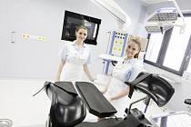 Nové pracoviště obličejové chirurgie. Od příchodu do čekárny po závěrečnou zprávu pacient nemusí opustit budovu.