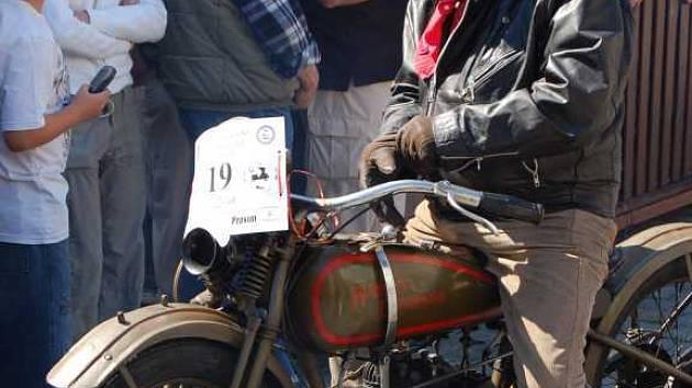 Motocykloví veteráni v Pardubicích