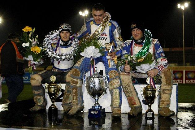 Vítězem plochodrážní 34. Zlaté stuhy juniorů se stal v Pardubicích Slovák Martin Vaculík před Polákem Grzegorzem Zengotou a Dánem Nicolaiem Klindtem.