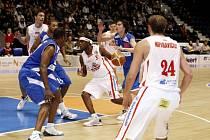 V pardubické ČEZ Areně se konalo basketbalové utkání Mattoni NBL mezi BK Synthesia Pardubice a USK Praha.