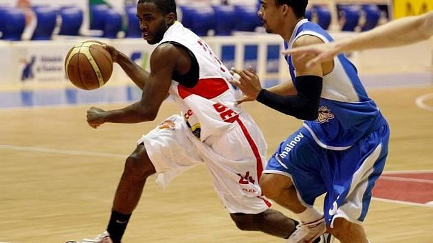 Mezinárodní třídenní turnaj v basketbale – Primátor Cup 2010 odstartoval v pardubické ČEZ Areně zápasem domácího BK JIP s Deutsche Bank Skyliners Frankfurt.