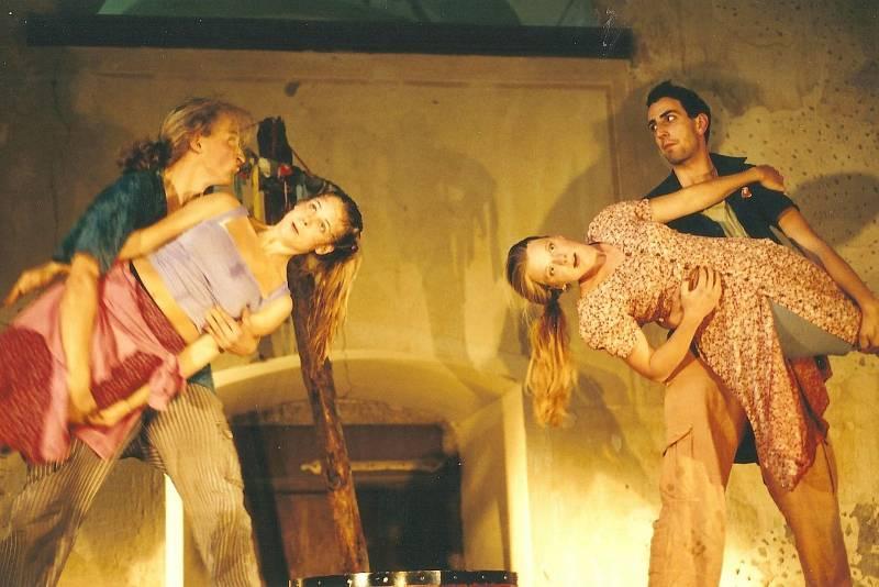 Foto z představení ze studentských let.