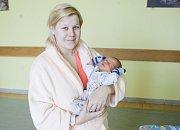ALEXANDR HORÁK se narodil 25. března v 16 hodin a 42 minut. Měřil 49 centimetrů a vážil 2890 gramů. Maminku Terezu podpořil u porodu tatínek Jan. Rodina bydlí v Pardubicích.