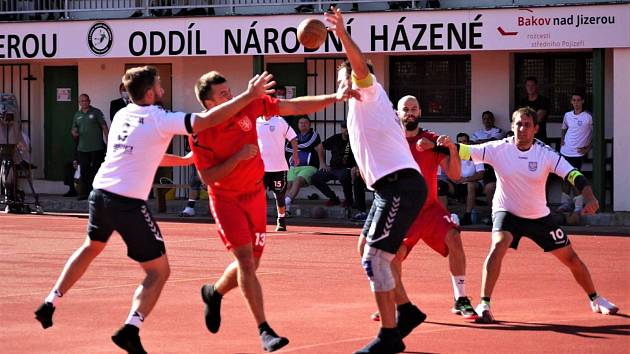 V OBKLÍČENÍ se právě ocitl jeden z hráčů týmu Čechy. Morava ubránila tuto akci i vedení.