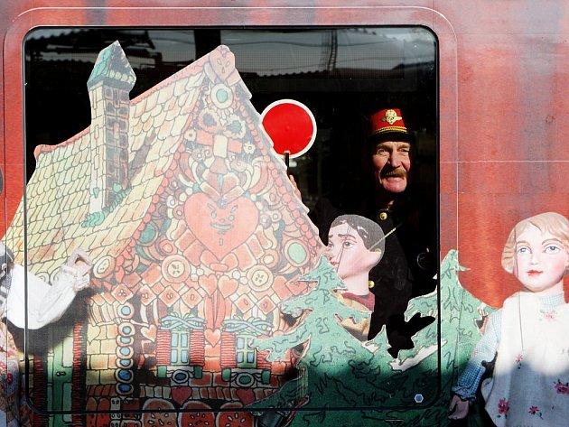 Na regionálních železničních tratích se v nejbližších dnech objeví chrudimské loutky i egyptská princezna.