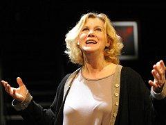 Jindra Janoušková se nominace na Cenu Thálie 2015 dočkala za roli Marthy v inscenaci Kdo se bojí Virginie Woolfové?