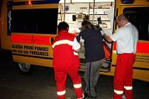 Naložit zanedbaného člověka do sanitky může být i hazard s životy dalších pacientů