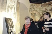 Muzeum má novou atrakci – lidé se mohou dotýkat bronzového reliéfu Fortuny Volubilis
