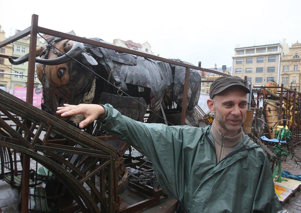 Kolotoč na plzeňském náměstí Republiky.