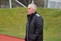 Trenér Zdeněk Michálek přezimuje v ČFL s fotbalisty Domažlic na páté místě se ztrátou dvou bodů na třetí příčku.