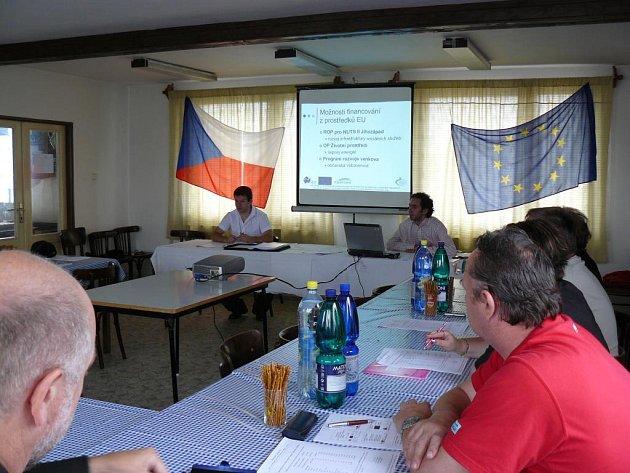 Snímek byl pořízen 12. července, kdy byl starostům obcí mikroregionů Touškovsko a Nýřansko oficiálně představen celý projekt