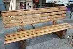 Rozpracovaná lavička.