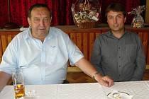 Odstupujícího předsedu OSS ČUS Plzeň-sever Václava Lomičku (vlevo) vystřídal Marek Tyr z Dolní Bělé.
