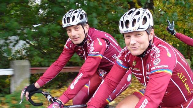 Zdeněk Rubáš (vpravo), ředitel stáje AC Sparta cycling, i manažer týmu Jiří Sivák vzhlíží k záhy startující závodní sezoně s velkým očekáváním.