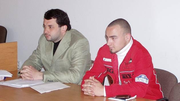 Obžalovaný Tomáš Kopřiva (vpravo) se svým advokátem