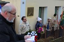 Starosta Dnešic Karel Malý pronesl při piatním aktu několik slov, místní junáci pak pod pamětní desku na domě upevnili věnec