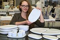 Studentka plzeňské umělecké fakulty Mária Kobelová navrhla porcelánovou  sadu nádobí.
