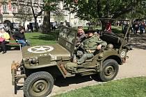Radislav Neubauer s návštěvnicí oslav Patricií Kraftovou, která přes 20 let pečovala o americké veterány.