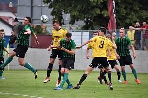 Přeštice (ve žlutém) porazily Rokycany 3:0.