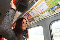 Tramvaj Techmania. Uvnitř tramvaje nenajdete klasické letáky s reklamou, ale hádanky dodané plzeňskou Techmánií