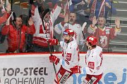 Semifinále play off hokejové extraligy - 5. zápas: HC Oceláři Třinec - HC Škoda Plzeň, 11. dubna 2019 v Třinci. Na snímku (zleva) Tomáš Marcinko, Ethan Werek.
