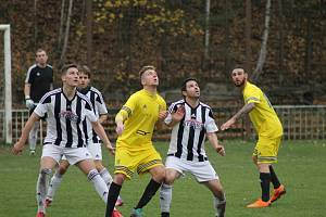 Fotbalisté Bolevce (na archivním snímku hráči v pruhovaných dresech) vyhráli ve Vejprnicích 1:0.