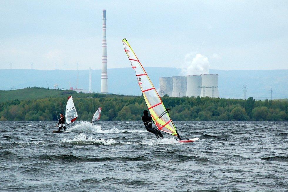 Surfování s kulisou elektráren.