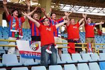 Fanoušci Viktorie Plzeň na tribuně stadionu v Jerevanu