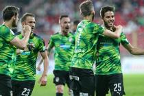 Fotbalisté Viktorie Plzeň zvládli sobotní zápas 25. kola. Aleš Čermák na snímku vpravo