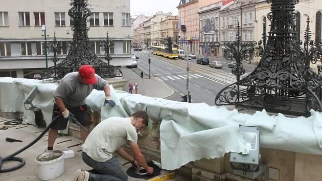 Oprava dlažby na terase nad hlavním vchodem Velkého divadla