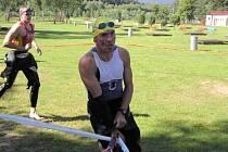Druhé místo v Podčerchovském triatlonu vybojoval Norbert Švarc (vpředu). Před ním se do cíle dostal dříve jen lídr Západočeského poháru Jaroslav Holeček (vlevo)