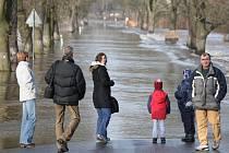 Situace v Plzni v neděli odpoledne. Linka MHD číslo 35 musela být odkloněna kvůli zaplavené silnici