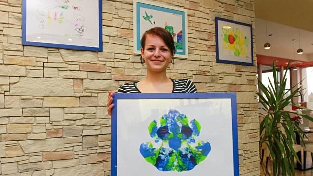 Díla dětí s autismem jsou v současné době k vidění v Aqua restaurant v Plzni na Slovanech.