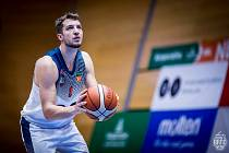 BASKETBALISTA JAN KOZINA obléká již sedm let dres moravského celku Basket Brno, v němž zatím čeká na větší týmový úspěch. Jaku služebně nejstarší hráč navíc plní funkci kapitána.