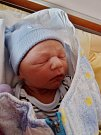 Patrik Hruška se narodil 28. února v 11:23 mamince Ivaně a tatínkovi Romanovi. Po příchodu na svět v plzeňské FN vážil bráška Adámka 3440 gramů a měřil 50 centimetrů.