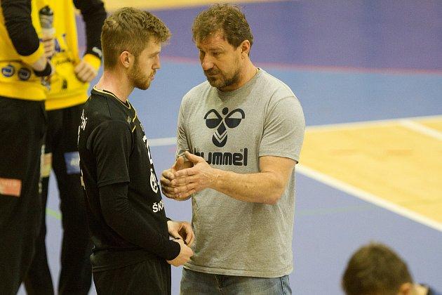 Trenér Michal Tonar (vpravo)