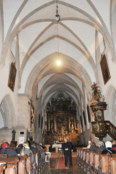 Adventní koncert duchovní hudby vkostele Nanebevzetí Panny Marie vPlzni