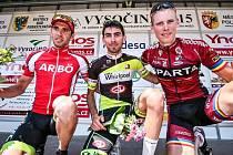 Pavel Stöhr z týmu AC Sparta (vpravo) se raduje z třetího místa v závěrečné etapě Vysočina tour,  když nestačil jen na Tomáše Kalojírose (uprostřed) a  Michaela Gaubitzera (vlevo), který mezinárodní podnik na Vysočině vyhrál celkově.