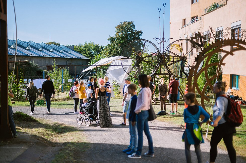 Druhý ročník přehlídky kutilů a vynálezců Maker Faire Plzeň přivítá o víkendu areál DEPO2015. Festival nabízí také velké venkovní instalace, které zabaví celou rodinu.