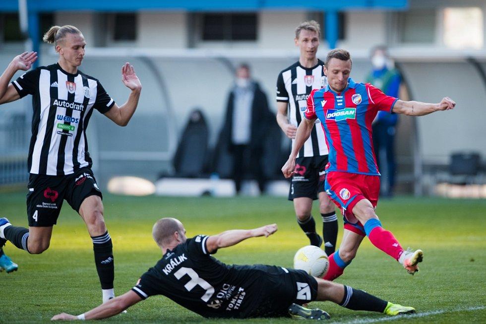 Zahozená šance proti českým Budějovicím sice Šimon Falta jeden gól dal, ale další šanci mu na poslední chvíli zblokoval slovenský stoper soupeře Martin Králik.