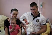 Adam (2,81 kg, 46 cm) přišel na svět 27. dubna v 1:07 v plzeňské fakultní nemocnici. Z jeho narození se radují rodiče Kateřina Hobelová a Matěj Kotiš z Plzně. Na brášku se moc těší Adélka (1,5)