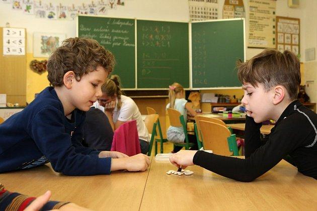 Jak vypadá hodina matematiky pro talentované děti? Strávili jsme vyučování sprvňáky na plzeňské 28.základní škole