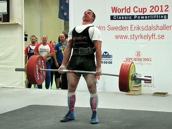 V klání světového poháru powerliftingu ve Stockholmu získal Jiří Horník (na snímku při mrtvém tahu) bronz